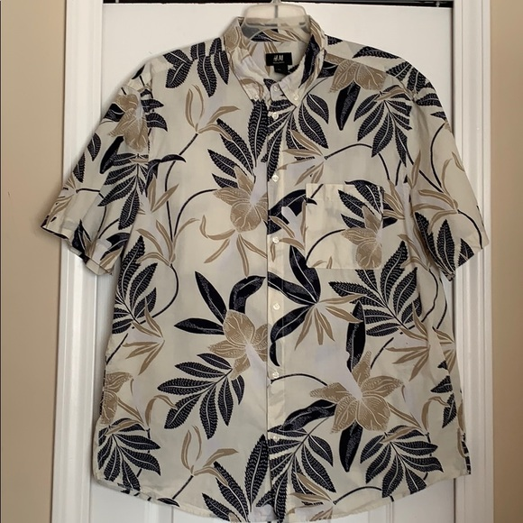 H&M Other - ✔️H&M tropical print button down shirt size L